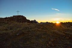 Zonsopgang op 3000m hoge Torrenthorn dichtbij Leukerbad, met mening van de Zwitserse alpen, Zwitserland/Europa stock foto's