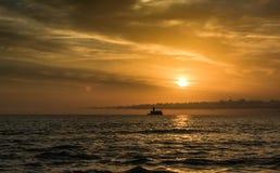 Zonsopgang op zee Royalty-vrije Stock Foto's
