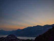 Zonsopgang over bergen Stock Afbeeldingen