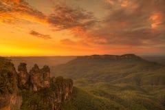 Zonsopgang over bergen in Australië Stock Foto's