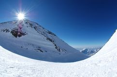 Zonsopgang over de bergen. Stock Afbeelding