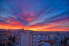 zonsopgang over de gebouwen in een buurt van de stad van Thes Royalty-vrije Stock Foto's