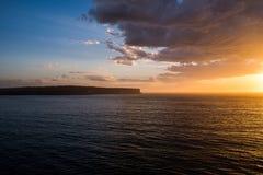 Zonsopgang over de oceaan Stock Foto