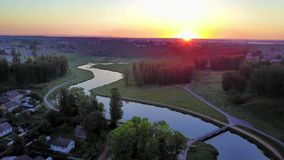 Zonsopgang over de rivier Vitba stock footage