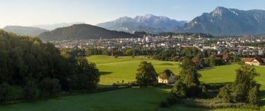 Zonsopgang over de stad van Salzburg, Oostenrijk Stock Fotografie