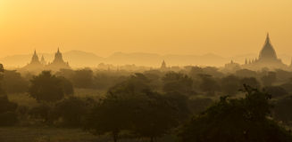 Zonsopgang over de tempels van Bagan, Myanmar Stock Foto's