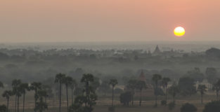 Zonsopgang over de tempels van Bagan, Myanmar Stock Afbeelding