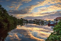 Zonsopgang over een haven in Napels Florida royalty-vrije stock foto