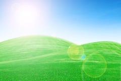 Zonsopgang over groene grasheuvels Stock Fotografie
