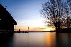 Zonsopgang over het meer royalty-vrije stock fotografie