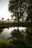 Zonsopgang over plattelandsmeer Royalty-vrije Stock Fotografie