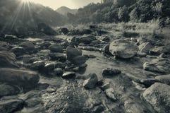Zonsopgang over Reshi-rivier royalty-vrije stock fotografie