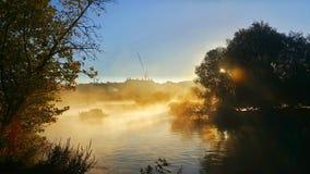 Zonsopgang over rivier Theems Stock Afbeeldingen