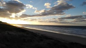 Zonsopgang over strand Stock Foto