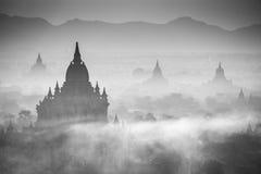 Zonsopgang over tempels van Bagan stock foto