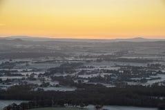 Zonsopgang over verre heuvels Royalty-vrije Stock Foto