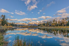 Zonsopgang Teton in de Herfst wordt weerspiegeld die Stock Foto