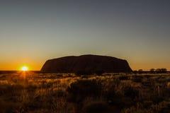 Zonsopgang in Uluru, ayersrots, het Rode Centrum van Australië, Australië royalty-vrije stock foto's