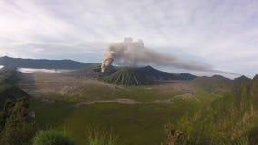 Zonsopgang Volcano Mount Bromo, het Oosten Java Indonesia stock footage