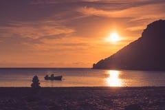 Zonsopgang of zonsondergang over overzeese oppervlakte Royalty-vrije Stock Fotografie
