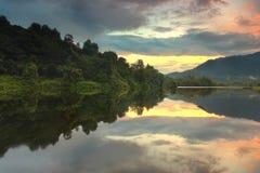Zonsopgangbezinning over het meer Stock Fotografie