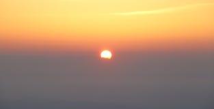 Zonsopganghemel boven wolk Stock Foto