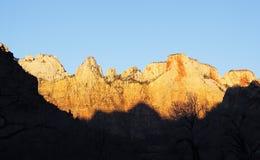 Zonsopgangkleuren in de bergen, Zion-canion Stock Foto