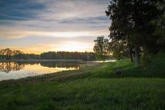 Zonsopgangmening aan Araisi-meer in Letland Stock Foto's