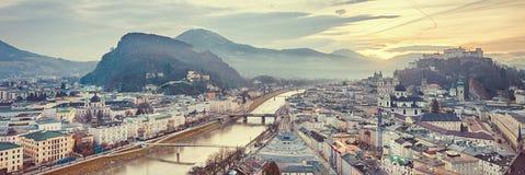 Zonsopgangmening van de historische stad Salzburg Royalty-vrije Stock Foto's