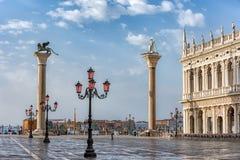 Zonsopgangmening van piazza San Marco, het Paleis Palazzo Ducale van de Doge in Venetië, Italië stock afbeeldingen