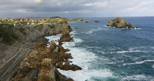 Zonsopgangmening van Playa DE La Arnia, Cantabrië, Spanje stock video