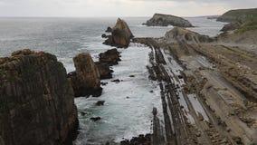 Zonsopgangmening van Playa DE La Arnia, Cantabrië, Spanje stock videobeelden