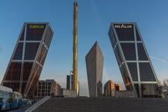 Zonsopgangmening van Poort van de Torens van Europa KIO bij Paseo DE La Castellana straat in Stad van Madrid, Stock Foto