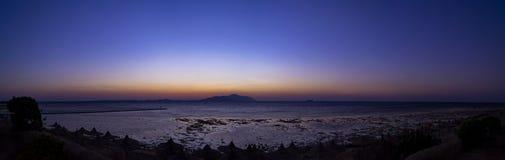 Zonsopgangpanorama over het het Rode overzees en Tiran-eiland stock foto's