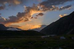 Zonstralen bij zonsondergang in hooglanden Stock Afbeeldingen