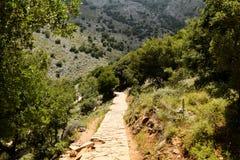 Zonvallei van Griekenland Lassithiplateau op Eiland Kreta, Griekenland Weg in het platteland stock afbeelding