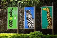 Zoo Taipehs, Taiwan, Fahne, Giraffe, Zebra lizenzfreie stockfotos