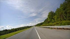 Zoom abajo del camino abierto Fotografía de archivo