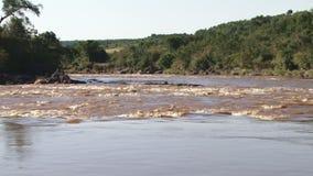 Zoom aus Mara-Fluss heraus stock video footage