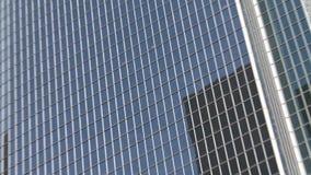 Zoom aus modernem Bürogebäude-Wolkenkratzer in Los Angeles heraus stock footage