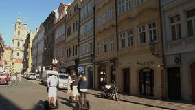 Zoom-fuori della chiesa di San Nicola, Praga archivi video