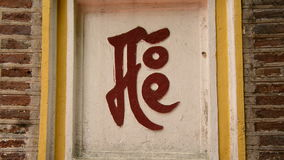 Zoom - kinesiska tecken - Tran Quoc Pagoda - Hanoi Vietnam lager videofilmer