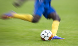 Zoom on shoot soccer Royalty Free Stock Photography