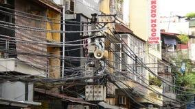 Zoom Z Propagandowego głośnika na Telefonicznym słupie - Ho Chi Minh miasto zbiory wideo