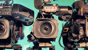Zooma-i längd i fot räknat av en videokamera med dess lins arkivfilmer