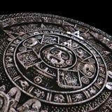 Zoomade den mayan kalendern för den fulla stenen Arkivfoton