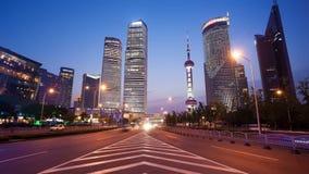 Zoomu timelapse wideo Szanghaj ruch drogowy przy nocą zdjęcie wideo