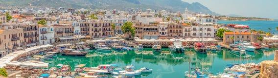 Zoomzoom Pano av Kyrenia royaltyfri foto