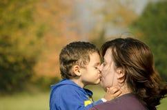 Zoon en moeder royalty-vrije stock afbeelding