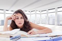 Złożony wizerunek zanudzający uczeń robi jej pracie domowej Fotografia Stock